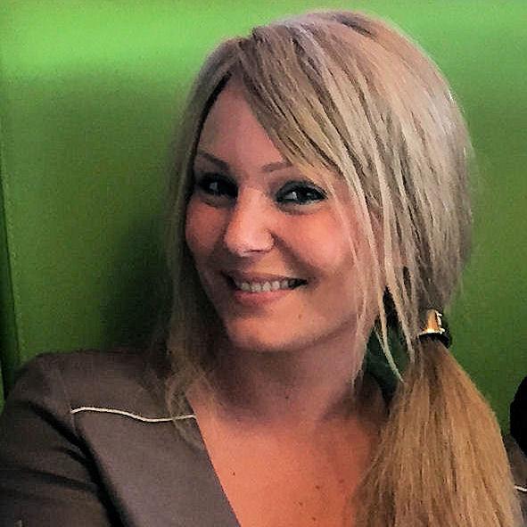Johanna de l'équipe des audioprothésistes du centre auditif Minitone à Nîmes dans le Gard.